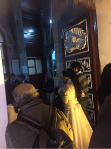 Hochzeit vor Kirche