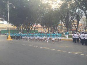 Huanuco Sonntagsparade kurz vor Start