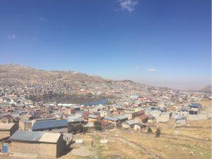 Cerro de Pasco der See in der Mitte ist die alte Bergmiene und die stinkt....